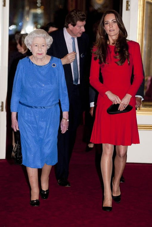 The-Queen-and-Duchess-of-Cambridge-3156529.jpg