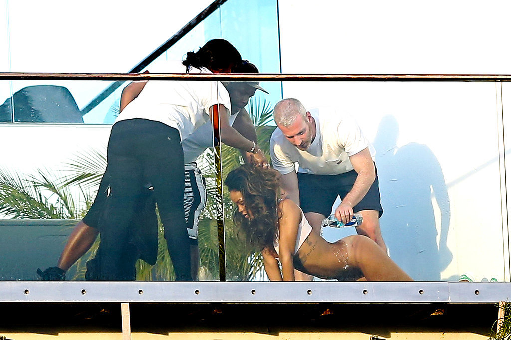 3423 Rihanna-Posing-Without-Pants.jpg