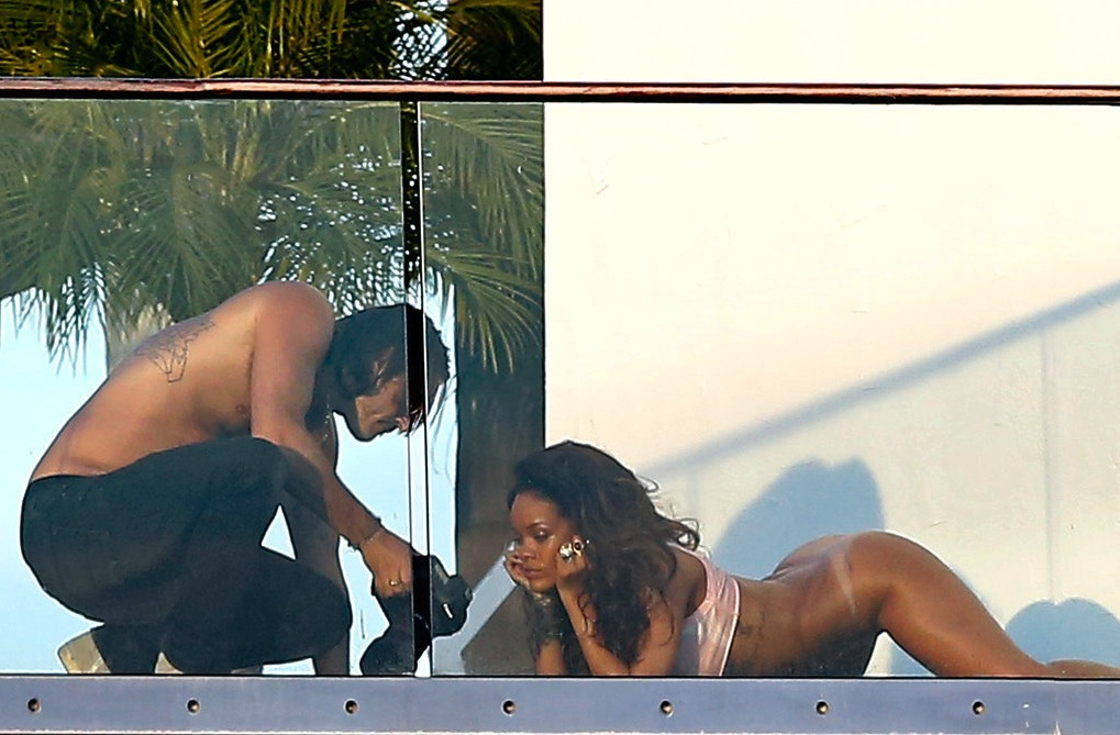 452 Rihanna-Posing-Without-Pants.jpg