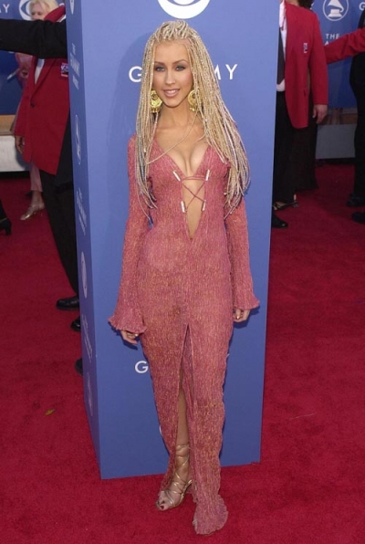 2011-02-09-14-47-17-10-christina-aguilera-dons-in-an-eye-catching-navel-b.jpeg