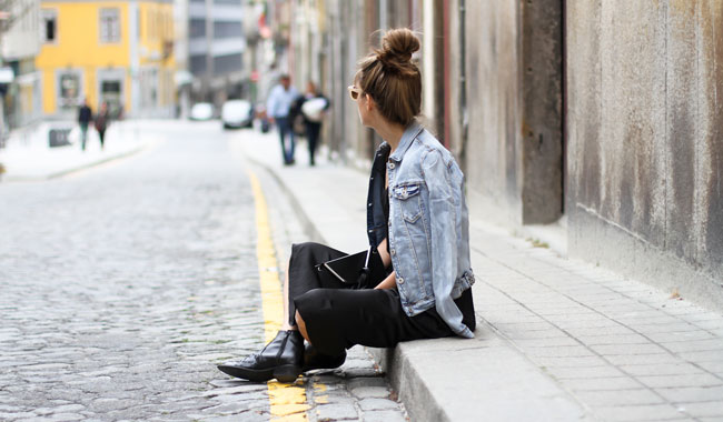 clochet-streetstyle-outfit-black-midi-dress-denim-jacket-cowboy-boots-5.jpg